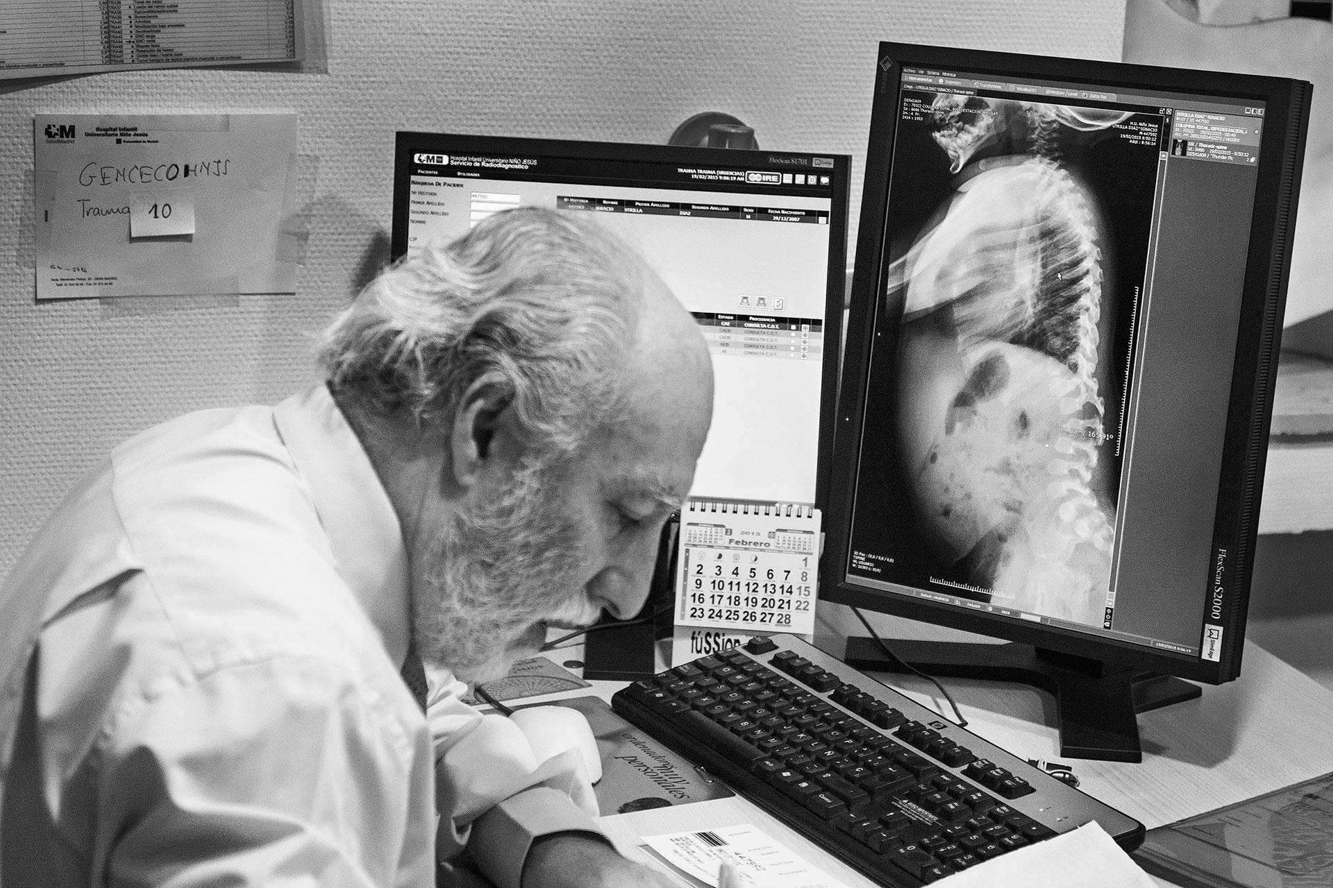 Radiografía de la columna vertebral de Nacho Utrilla (consulta de radiología del doctor Quesada).