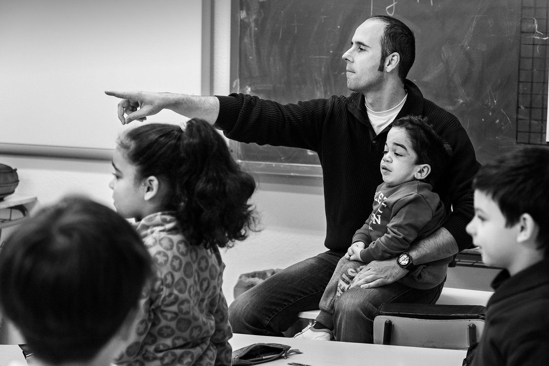 Pedro Martín Palomino, profesor de Nacho, imparte una de sus clases en el colegio Nuestra Señora de la Blanca, Pulgar (Toledo).