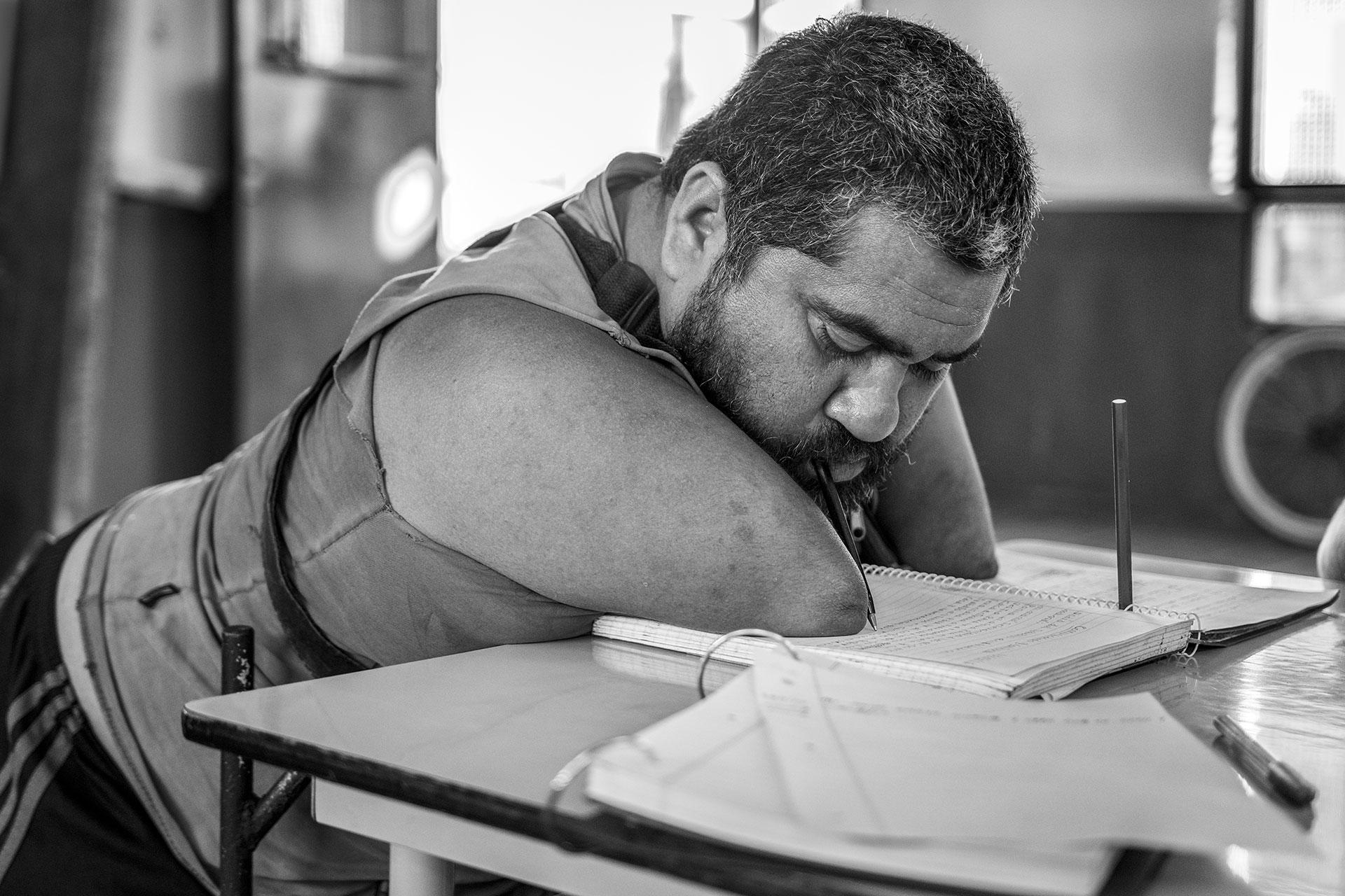 Uno de los sueños de Jorge, es el de ingresar a la Universidad para convertirse en abogado defensor por los derechos humanos, por eso está cursando un bachillerato comunitario para terminar sus estudios secundarios.
