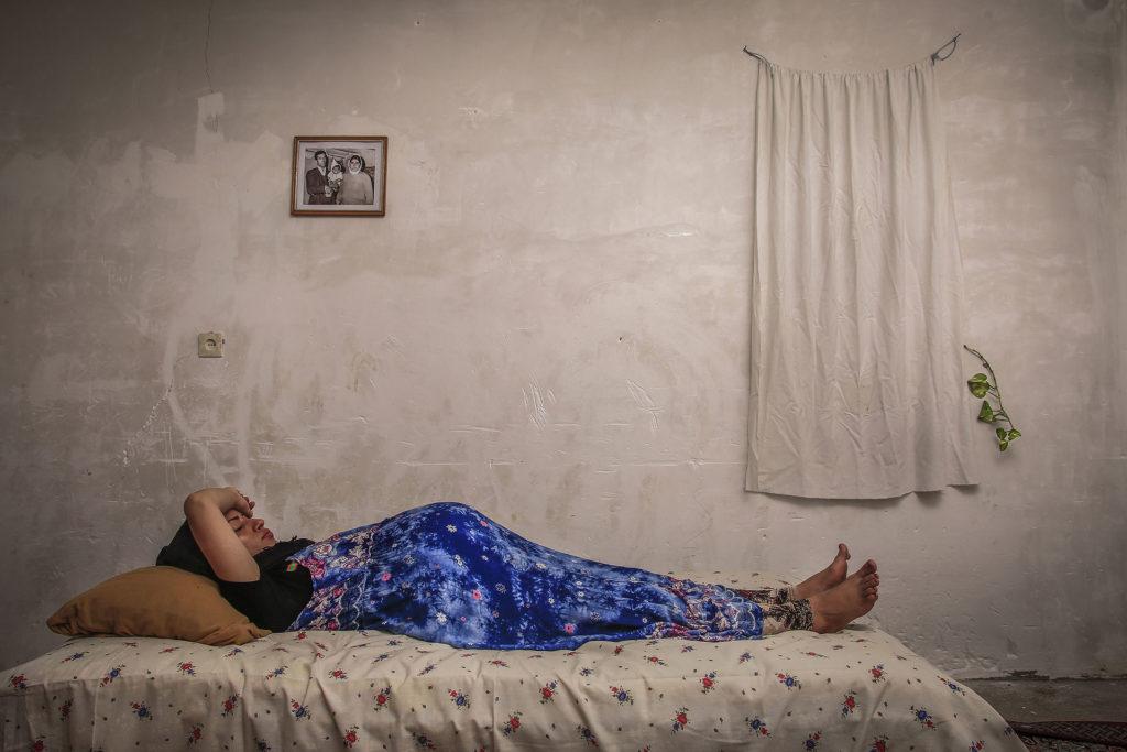Zahra descansa en la casa de su madre en los últimos meses de embarazo.