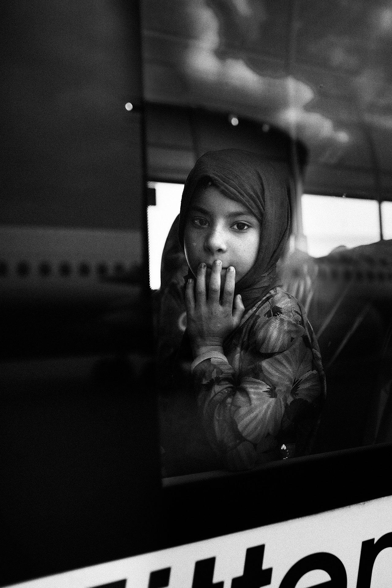 Muchos de los niños y niñas gravemente heridos son transportados en ambulancia directamente del aeropuerto a los hospitales. Otros son llevados en autobús hasta Peace Village en Oberhausen, donde permanecen hasta que son dados de alta.