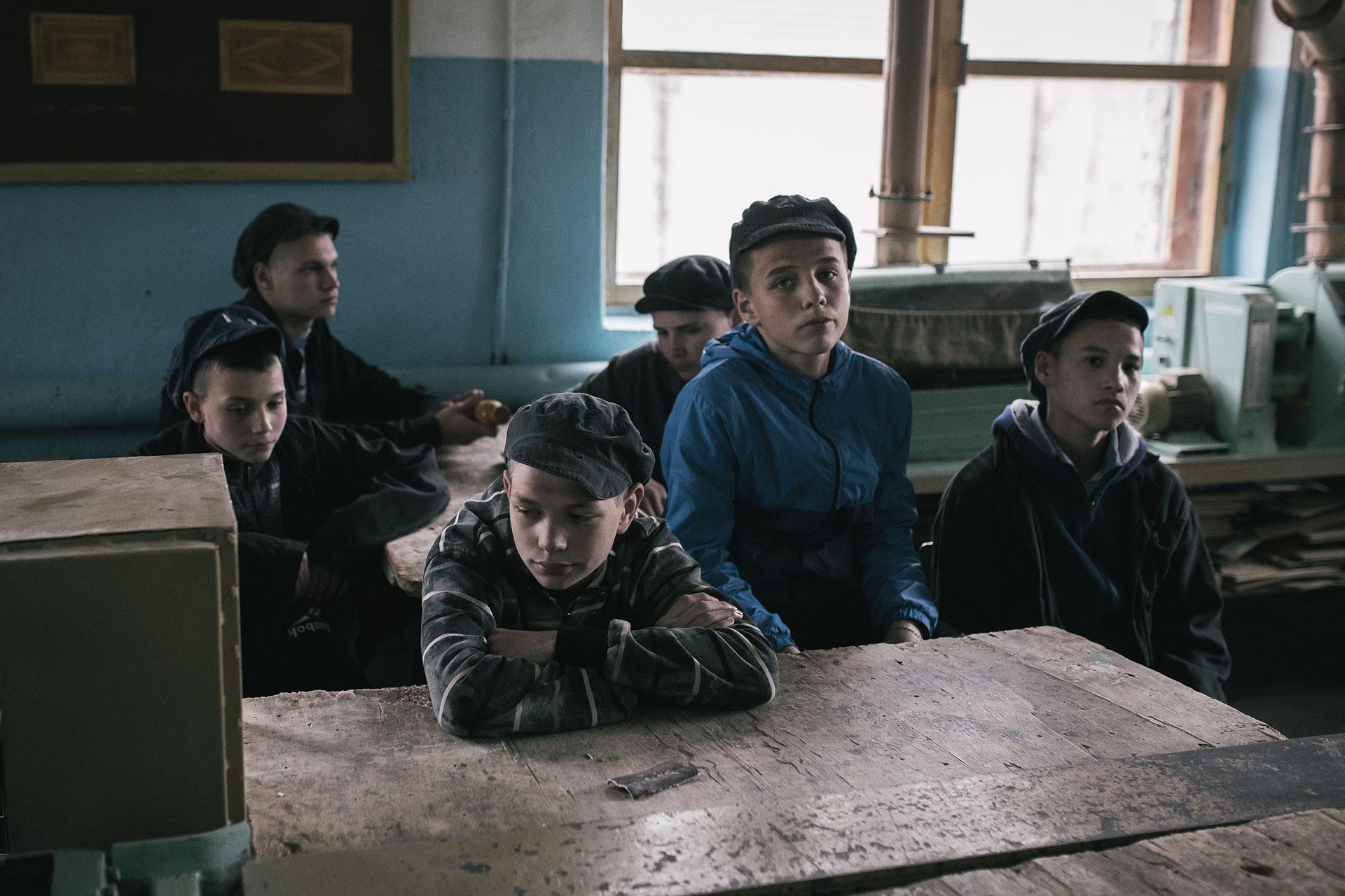 En el taller de carpintería. Uno de los objetivos de los educadores es formar a los niños en la profesión.