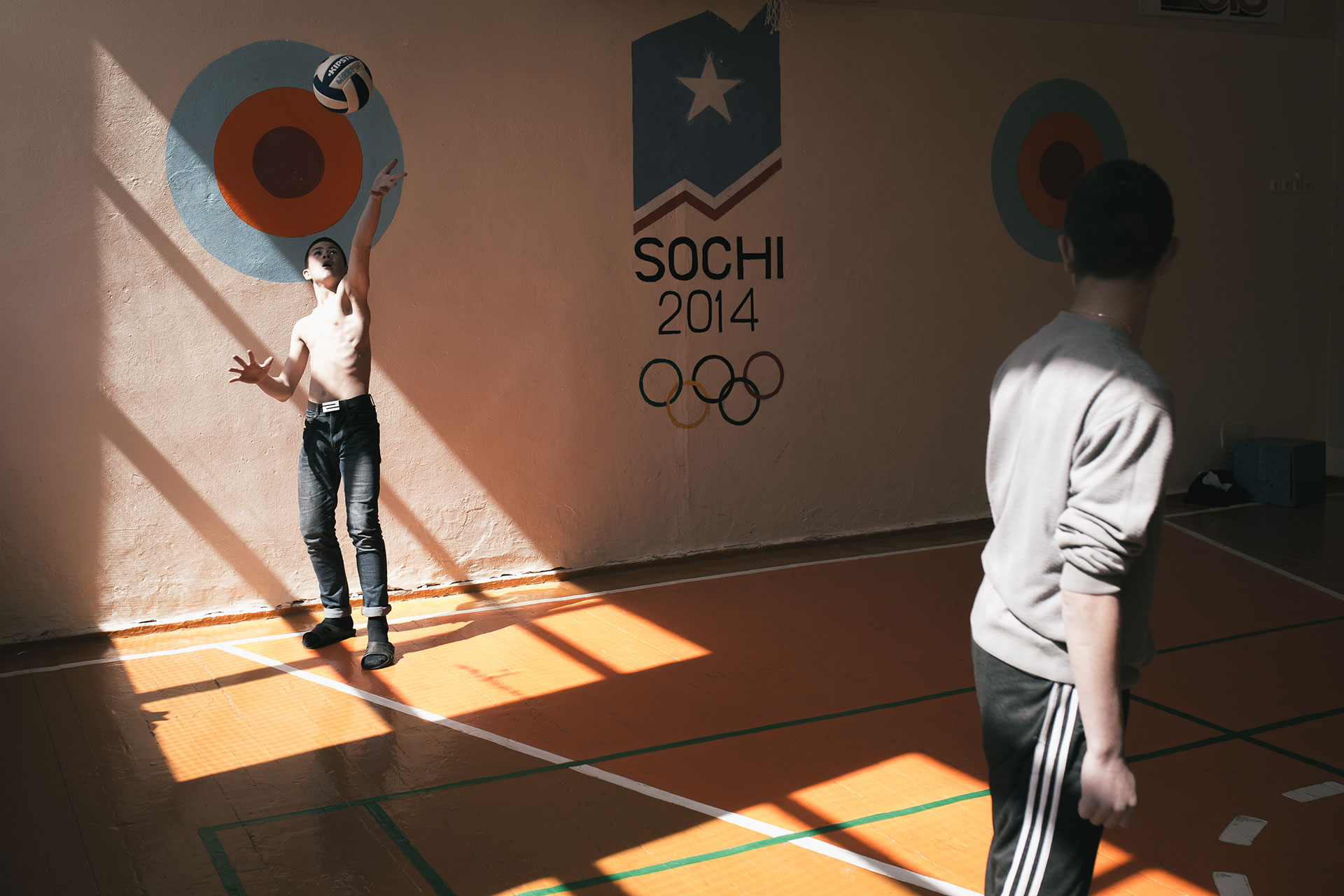 """Los juegos deportivos son muy populares. Muchos niños quieren convertirse en """"atletas"""" o """"prisioneros""""."""