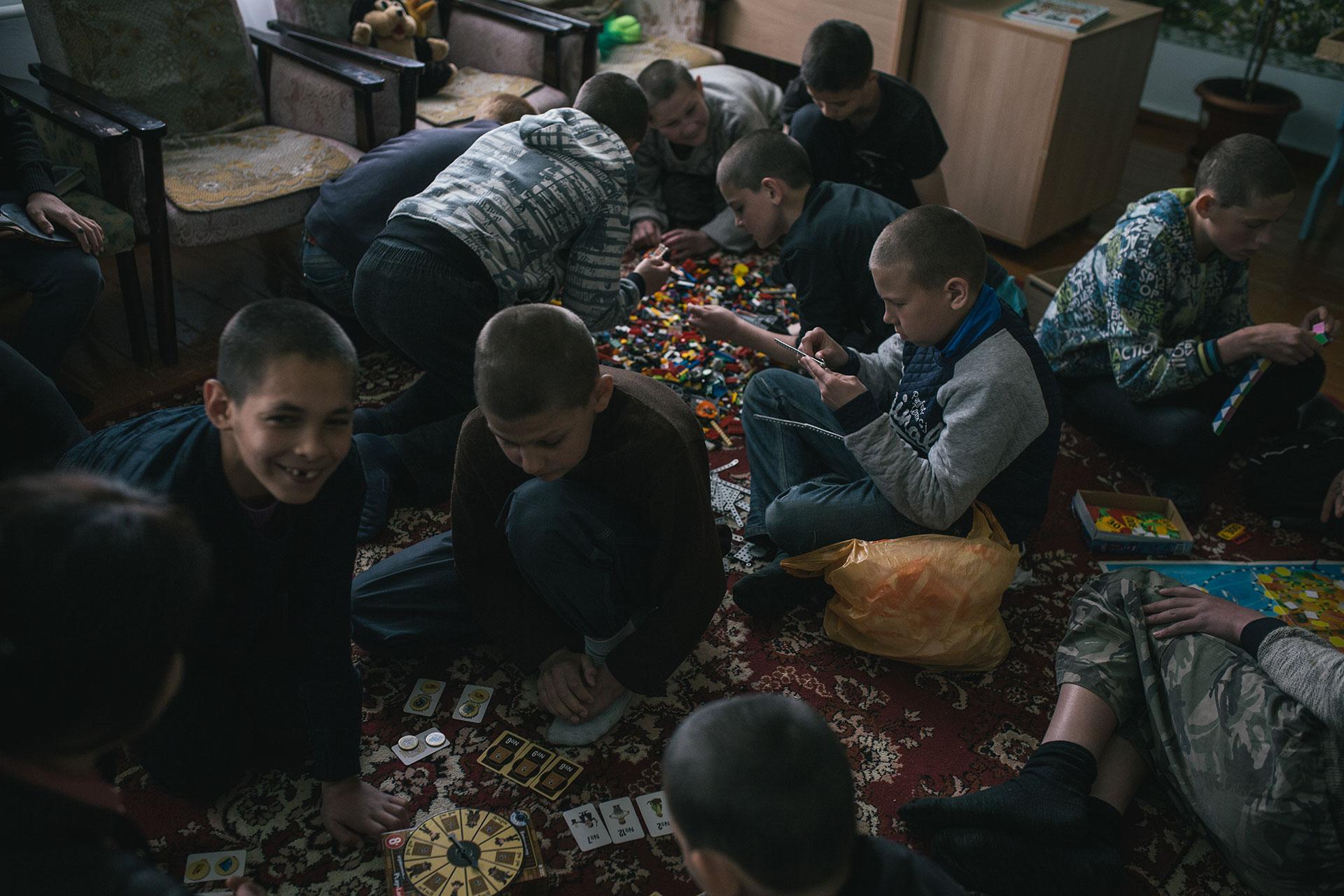 Muchos niños no han visto juguetes y lego alguna vez, a excepción de la oficina del psicólogo en una escuela especial.