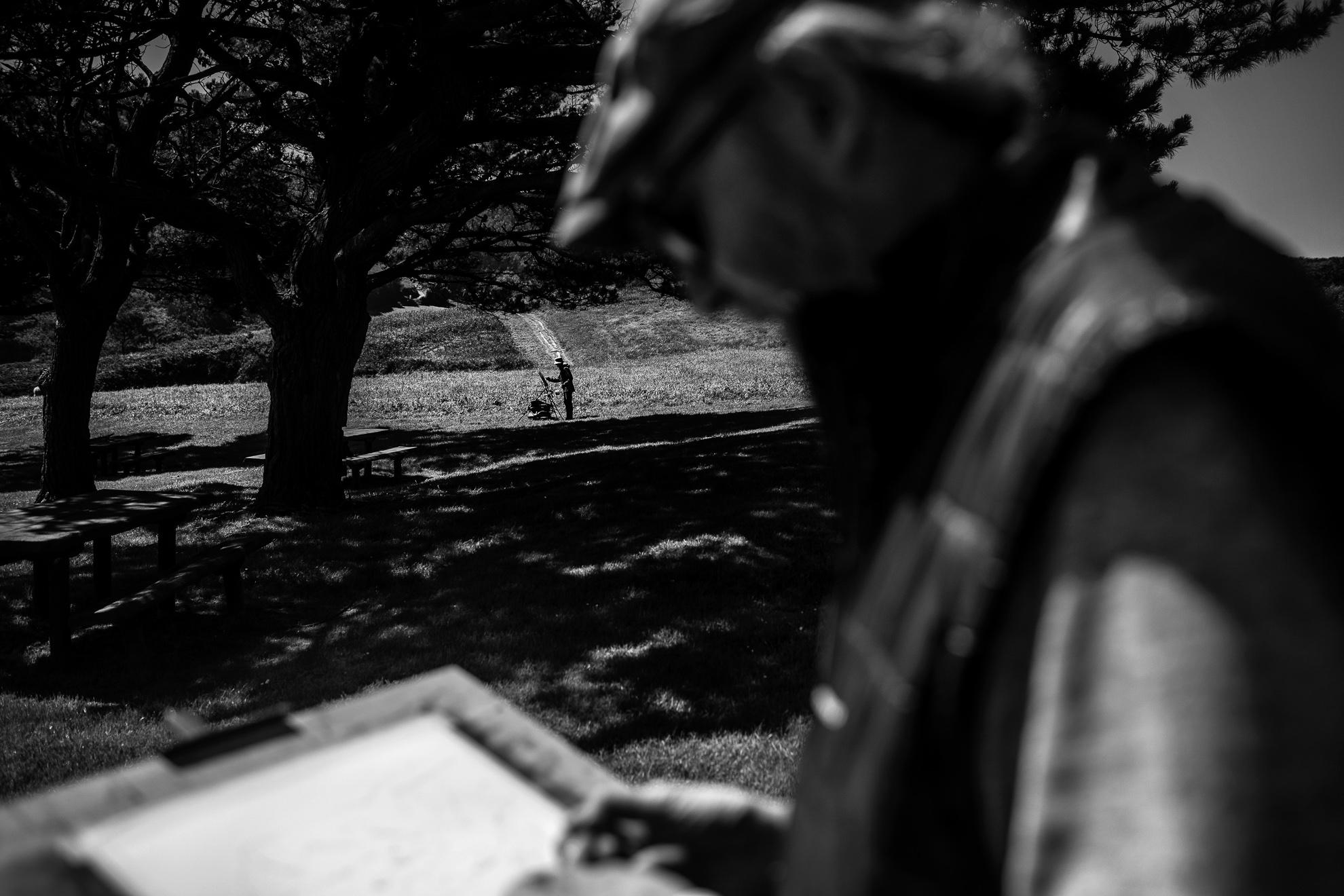 Tras semanas de confinamiento hoy ha sido el primer día que mi padre se ha podido reunir con su grupo de pintura y disfrutar al aire libre de sus acuarelas. Los últimos meses no han sido fáciles para nadie y él no ha no ha sido una excepción. Hoy he querido acompañarle. Me alegra ver que empieza a despertar. Luanco, Asturias.