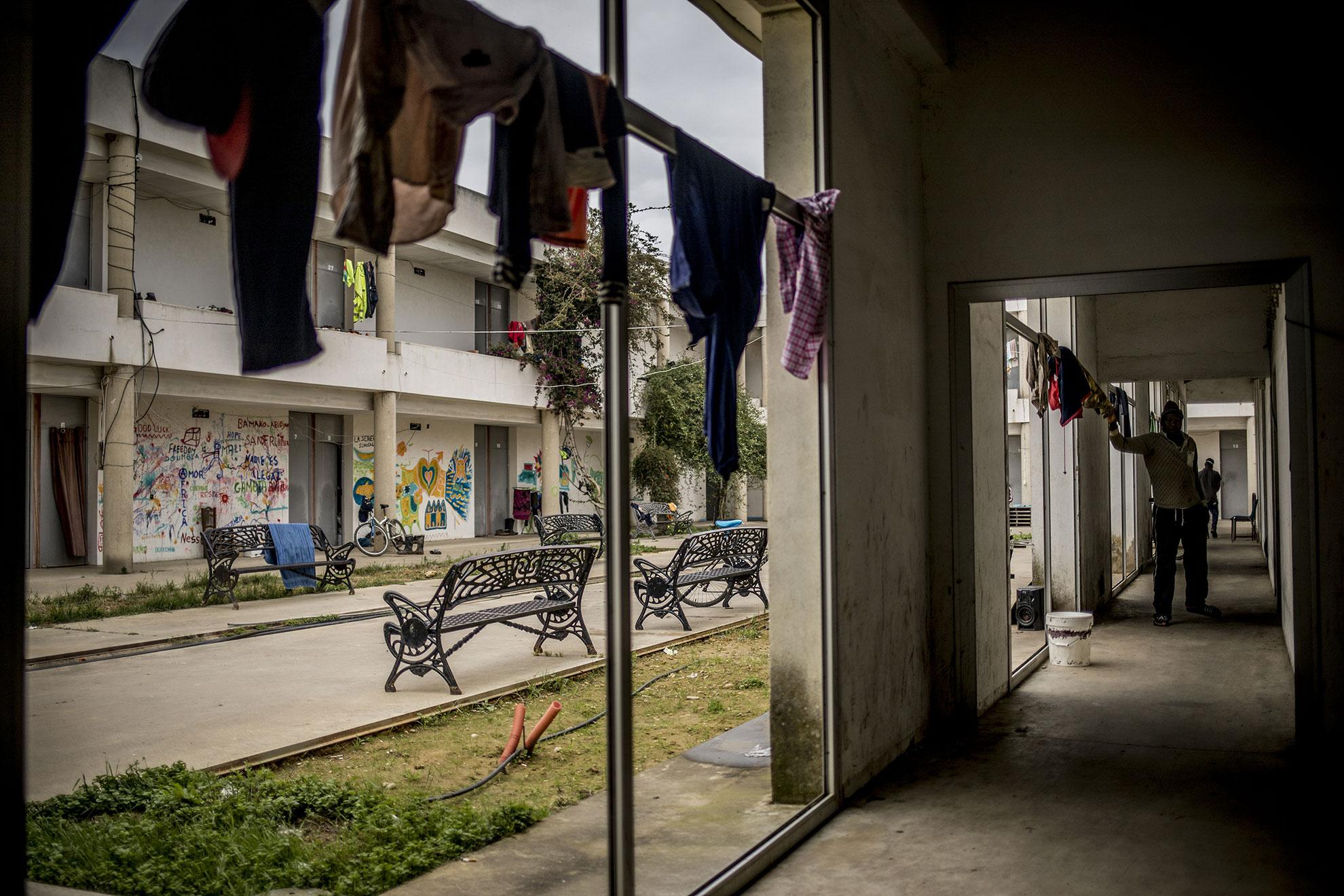 El albergue de inmigrantes frustrado de Lepe, Huelva, que está ubicado en en el polígono industrial El Chorrillo, tuvo un presupuesto de 1.300.000 euros. El centro, inicialmente, contaría con unas 300 camas y una zona exterior para 500 personas en acampada. La obra que se llevaba a cabo por el Ayuntamiento se paralizó a punto de finalizarse, el Alcalde argumentó que no era competencia del ayuntamiento sino del gobierno andaluz, quedando vacío y sin uso desde entonces. A finales de 2019 un grupo de los 1.400 trabajadores migrantes que viven en asentamientos chabolistas lo ocuparon hartos de sufrir las inclemencias del tiempo en chabolas de plástico y cartón. Hoy en día sigue habitado por estos inquilinos, en forma de comunidad, y se ha convertido un un referente para las personas migradas en Lepe.
