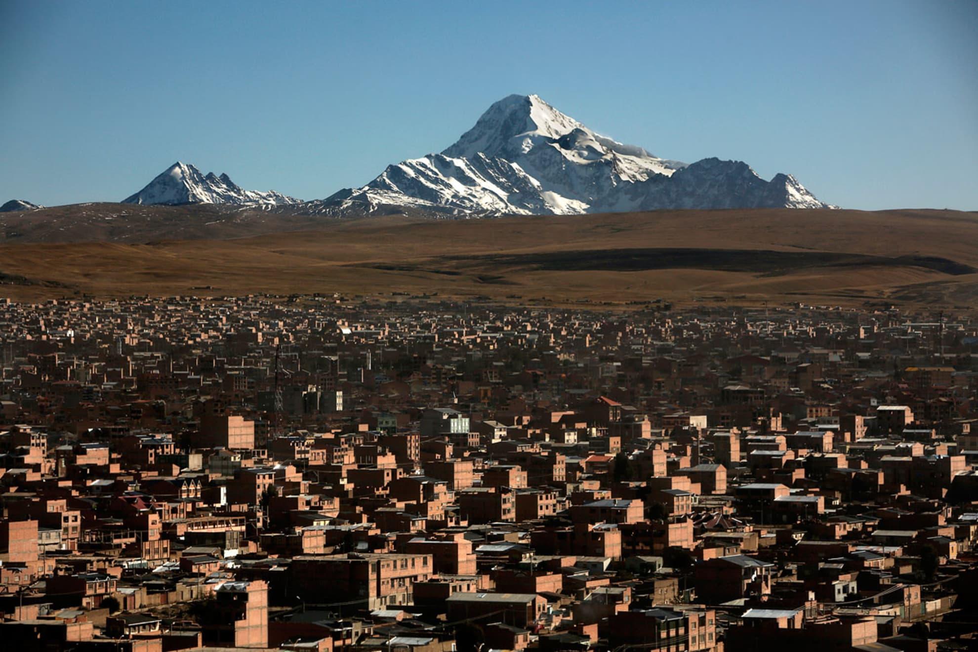 Vista general de la ciudad de El Alto junto a la ciudad de La Paz en Bolivia. 2 de septiembre de 2013.