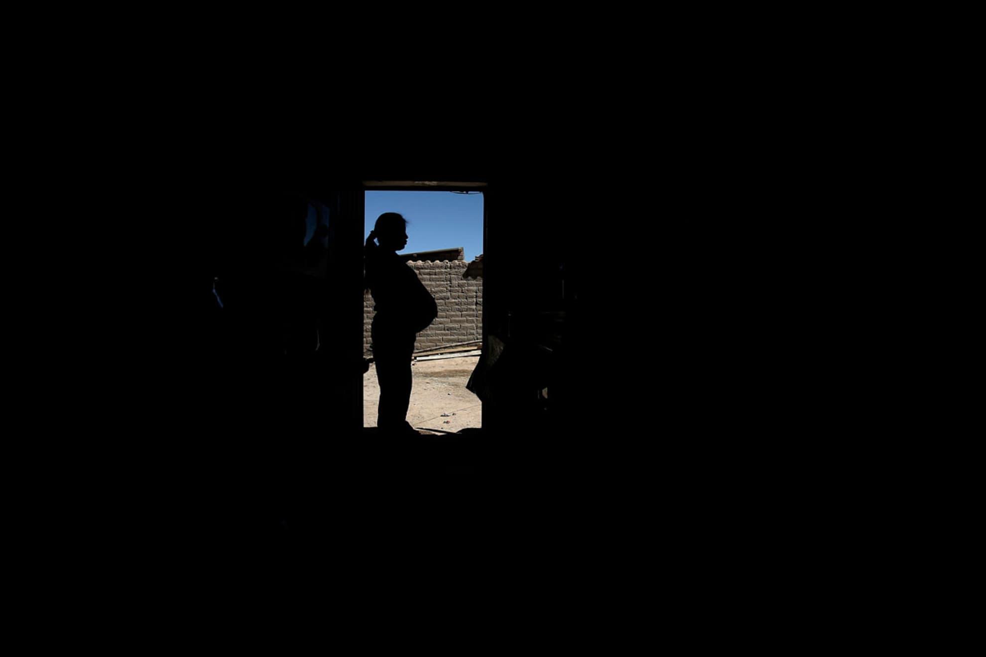 Silvia Aliaga, 19 años. Embarazada de 39 semanas en su casa de Paracamaya.