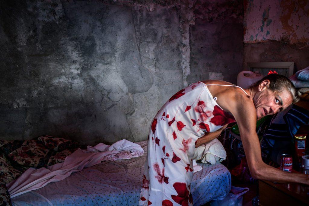 Concha, una de las residentes de La Casa. Es seropositiva y recibe tratamiento contra su adicción a las drogas. Es de Madrid y vino a La Casa porque no tenía ningún otro sitio adonde ir.