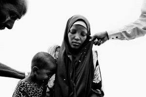 A young woman and her child at the moment of registration in the Dadaab refugee camp in northeastern Kenya.