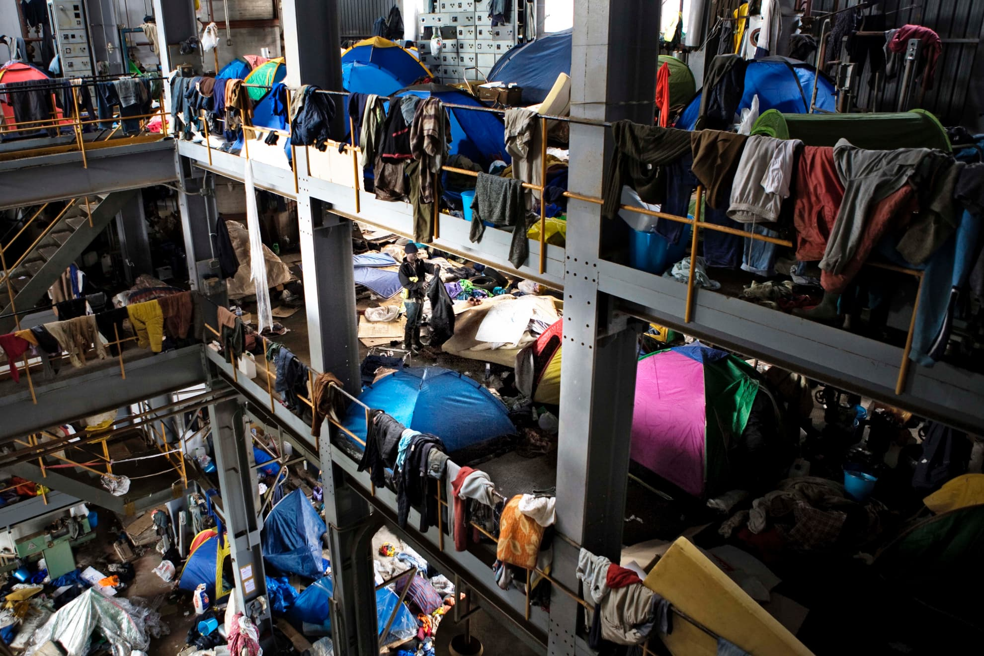 Alrededor de 20.000 refugiados se encuentran en el sur de Italia. Antes del desalojo de Rosarno, 900 personas vivían en esta fábrica.