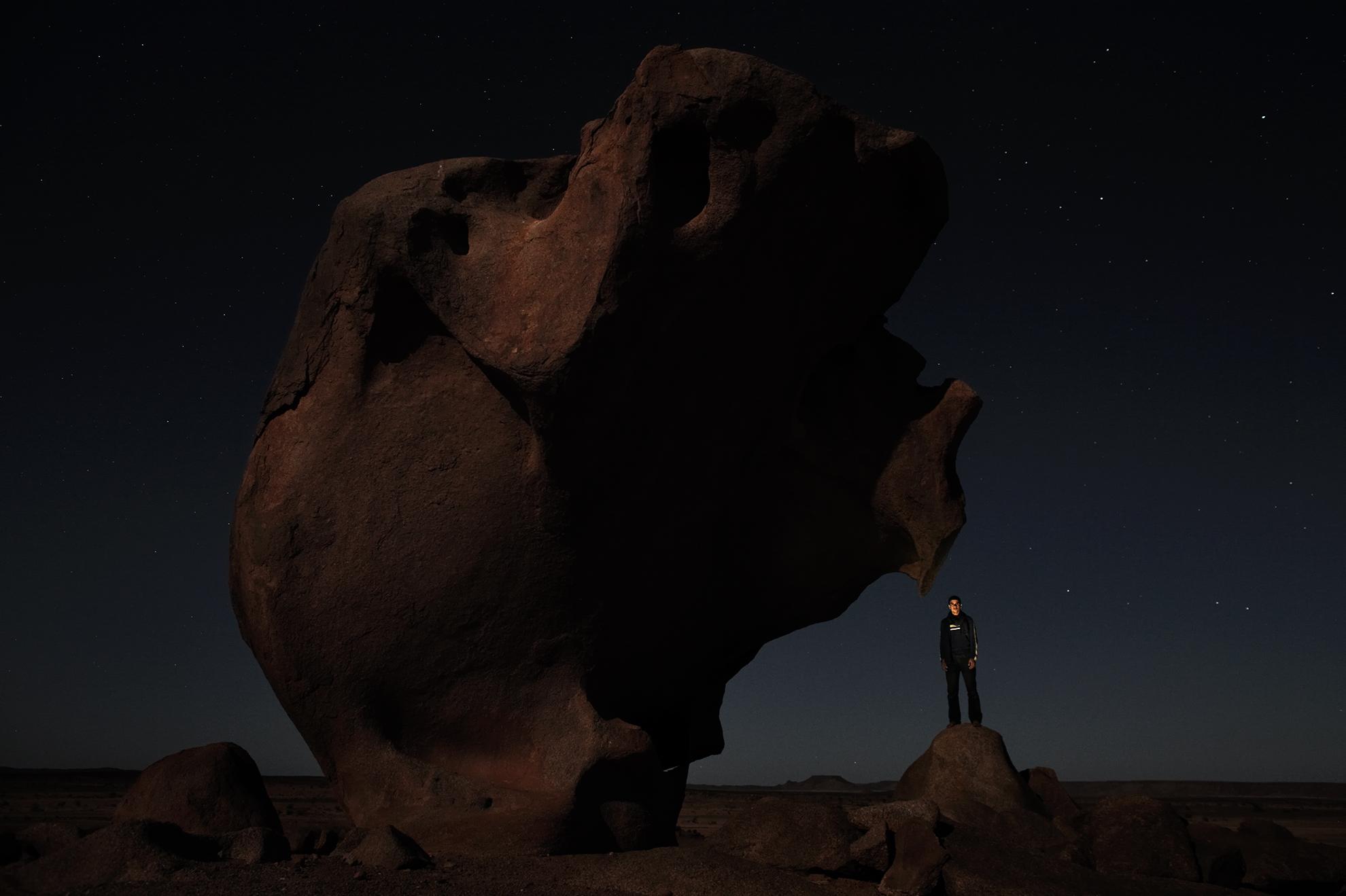 Salek Labieb Basher, 23 años, amigo del camello, fotografiado en el desierto cerca de Tifariti, en el Sáhara Occidental controlado por el Polisario.