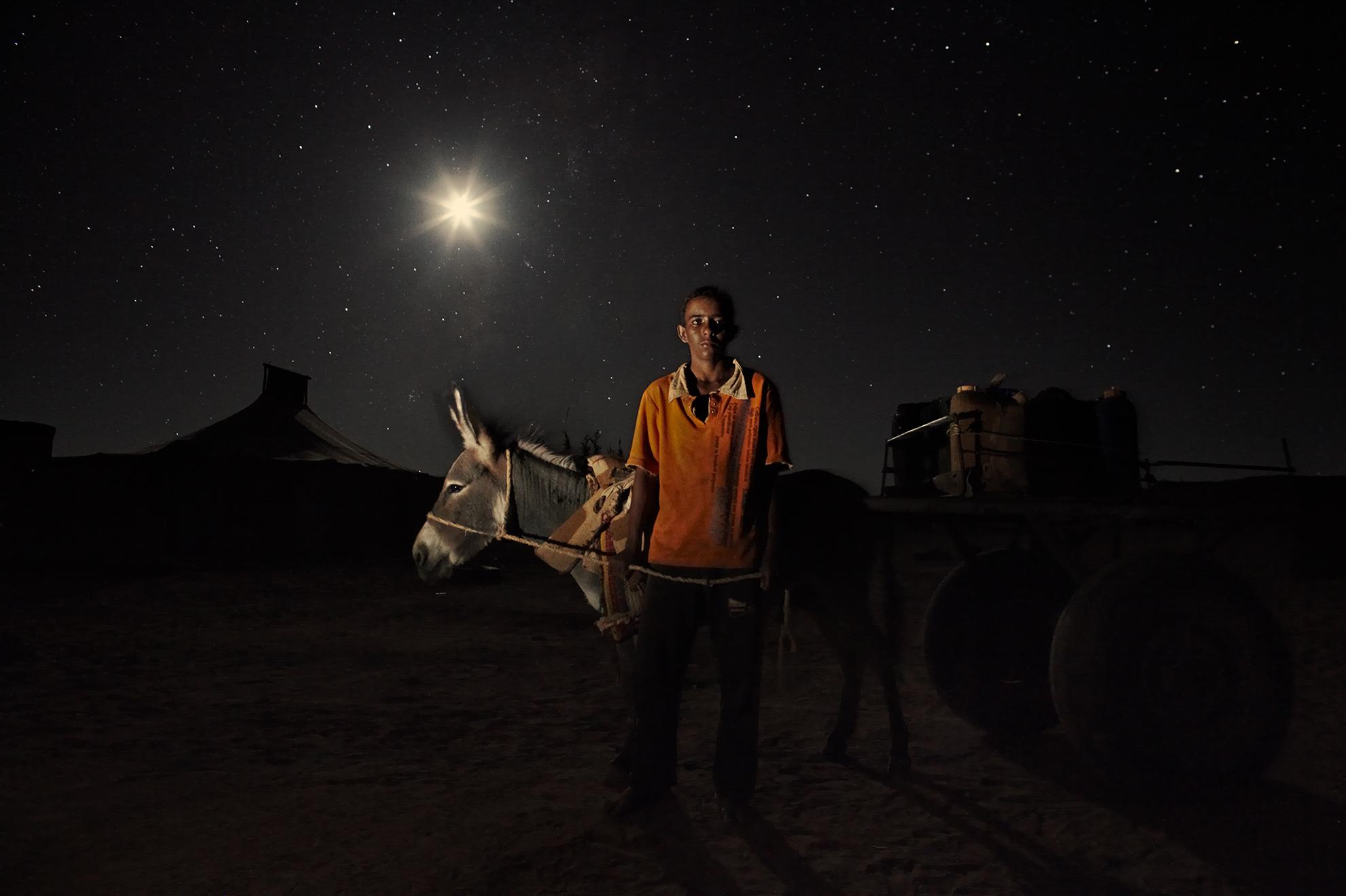 Mohamed Salem Ali, 18 años, vendedor de agua, en el campo de refugiados de Dajla, Argelia.