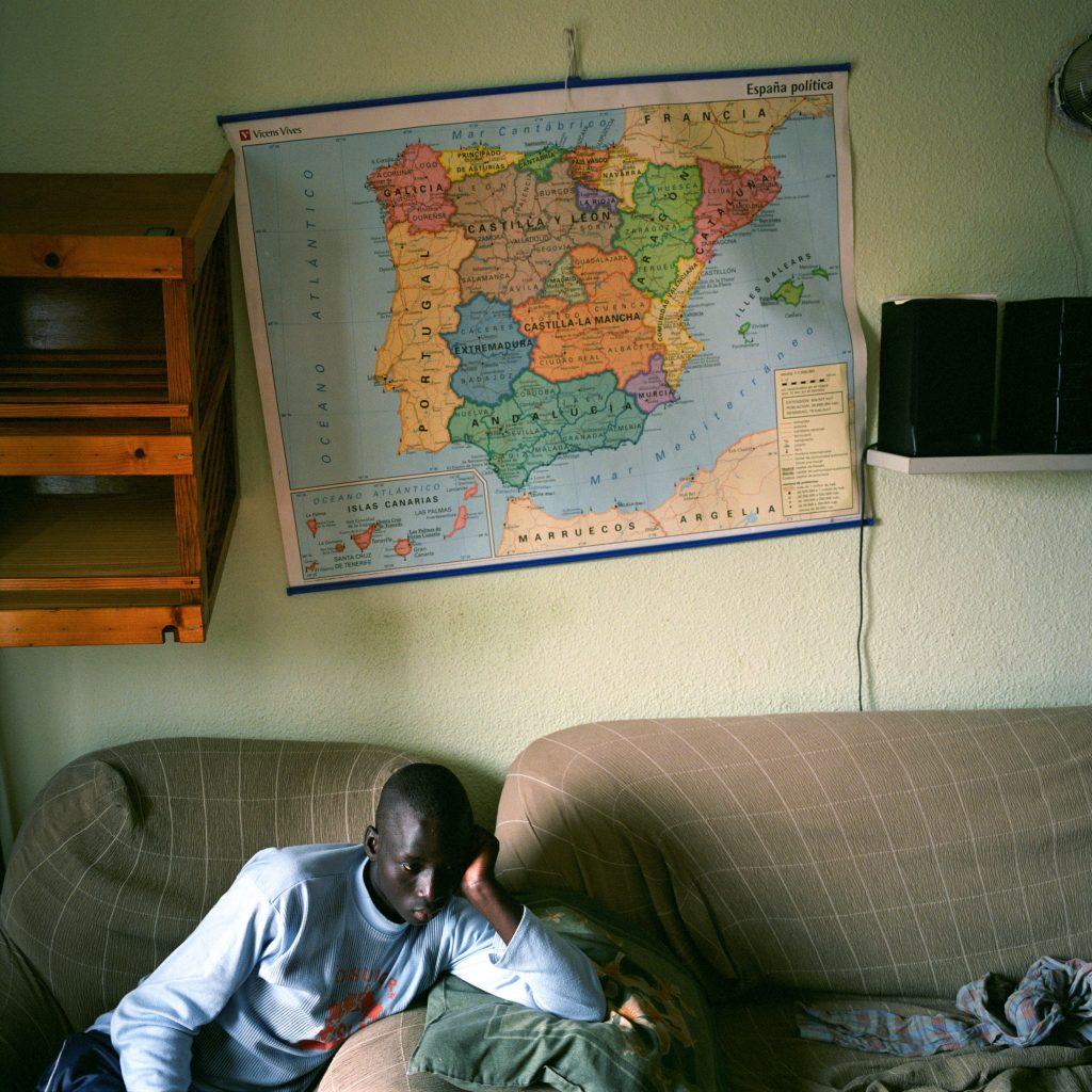 Inmigrante indocumentado recién llegado a un centro de rehabilitación de la Cruz Roja. A su llegada, la mayoría de los inmigrantes tienen que ser hospitalizados durante varias semanas por hipotermia y deshidratación.